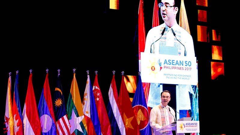 ERIA Releases Vol 2 and 4 of ASEAN@50 Project in ASEAN Ministerial Meeting