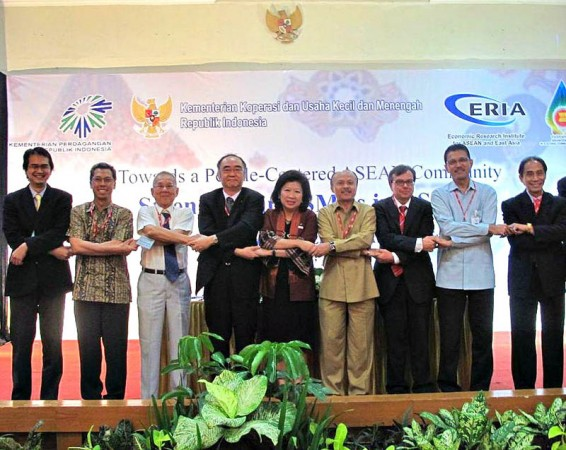 "Symposium on ""Towards a People-Centered ASEAN Community: Strengthening SMEs in ASEAN"""