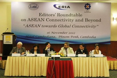 Editors and Journalists from 10 EAS countries Participate ERIA Editors' Roundtable