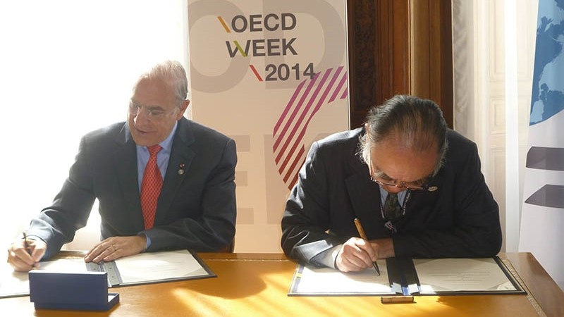 ERIA and OECD signed MOU